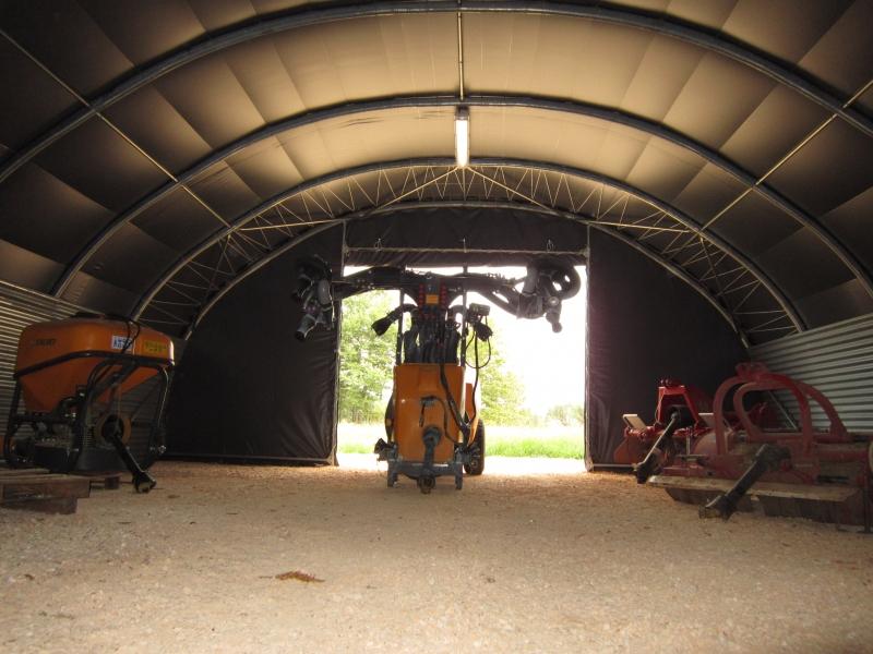 Hangar matériel viticole - France